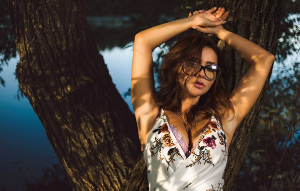 Picture chest, water, girl, tree, glasses, Dmitry Medved, Catherine Bellini