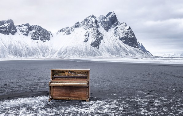 Picture Iceland, Vestrahorn, Hofn, Abandoned Piano