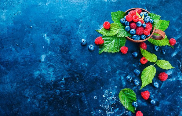 Picture leaves, drops, berries, raspberry, blueberries, Cup, still life