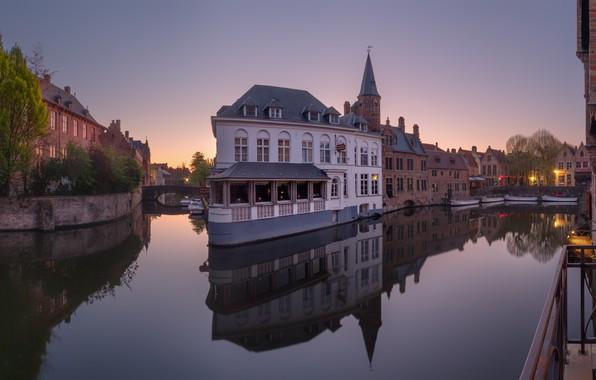 Picture building, Belgium, Bruges, water channels