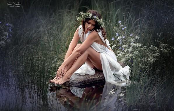 Picture girl, stone, legs, wreath, Anna Shuvalova