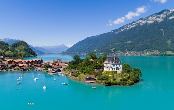Picture city, lake, homes, sailboats, luxuries