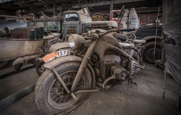 Picture garage, motorcycle, scrap