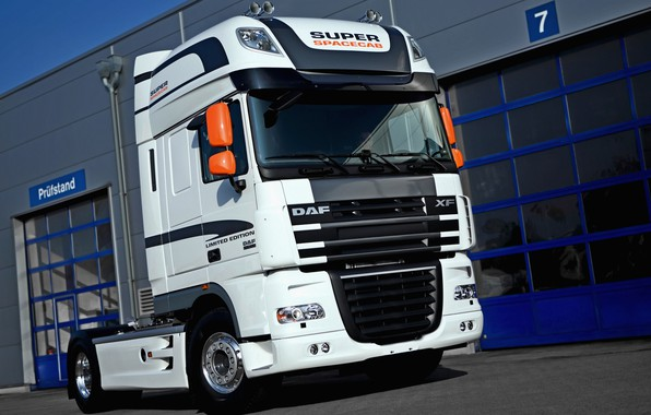 Picture white, DAF, tractor, Limited Edition, DAF, 4x2, Super Space Cab, DAF XF105.460 FT
