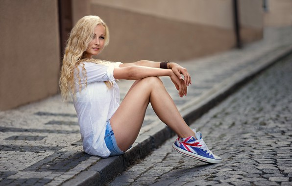 Picture girl, road, shorts, long hair, legs, brown eyes, photo, photographer, model, tattoo, lips, face, blonde, …