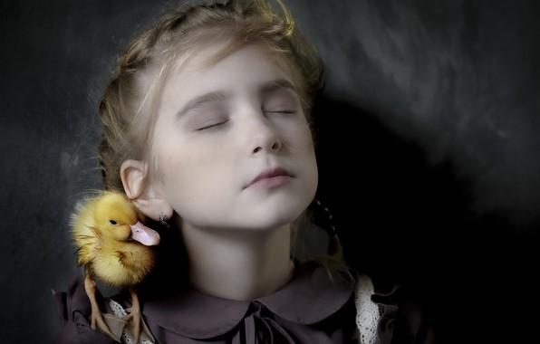 Picture portrait, girl, duck