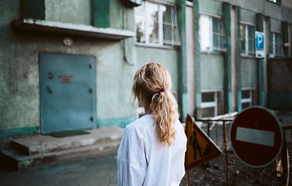 Picture girl, sign, brick, entrance, Dima Minakin