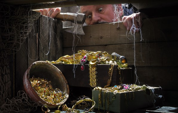 Picture network, male, axe, jewelry, box, treasures, Sergey Pounder