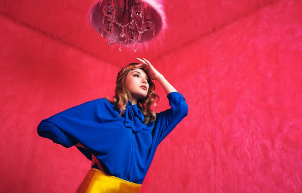 Picture girl, pose, style, chandelier, blouse, Daria Klepikova, меховые стены