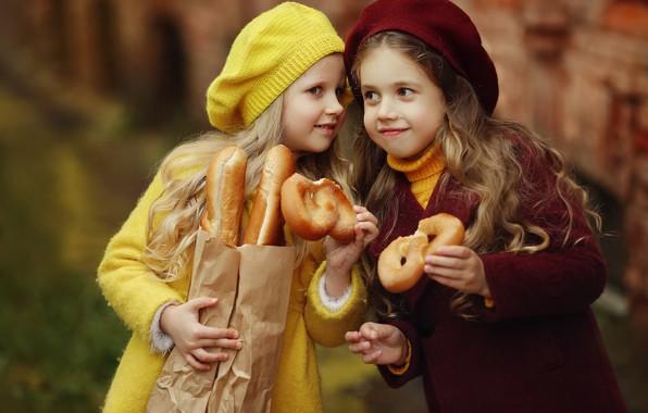 Picture children, girls, package, bread, baguette, buns, girlfriend