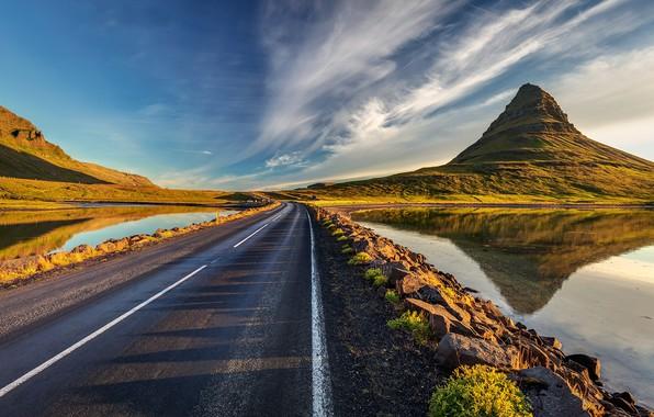 Picture Iceland, Road, Kirkjufell Mountain