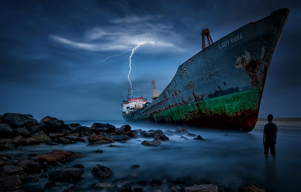 Picture sea, stones, lightning, people, ship, stranded