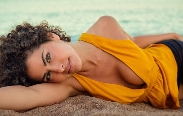 Picture sand, look, girl, shorts, blouse, brown hair, curls, DAVID MAS