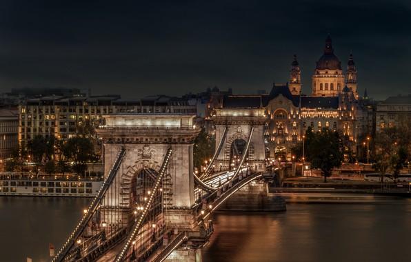 Picture Hungary, Budapest, Chain Bridge, St Stephen's Basilica