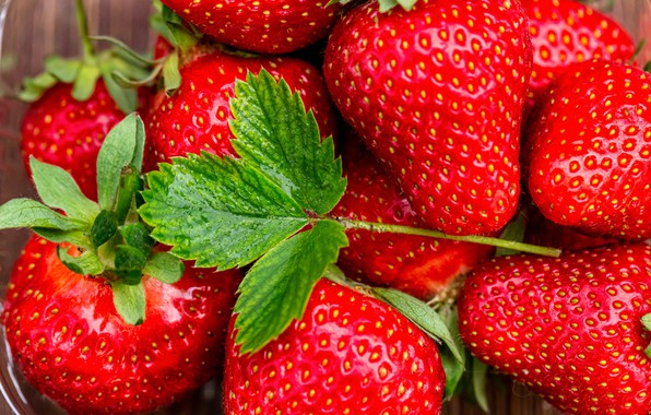 Picture macro, berries, strawberry, leaf
