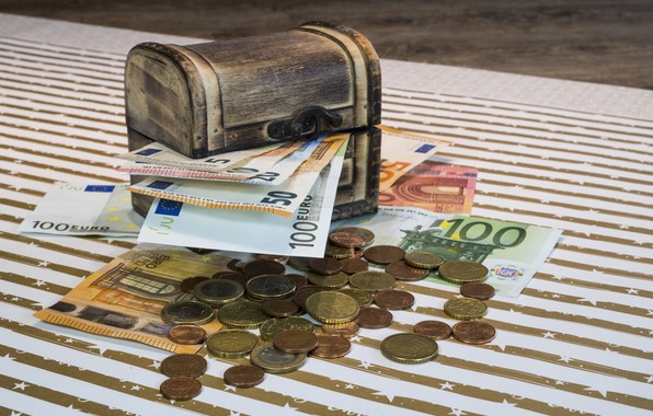 Picture money, Euro, chest