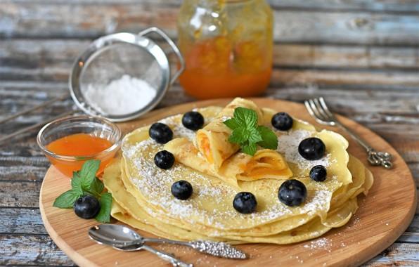 Picture blueberries, pancakes, jam