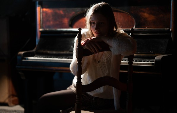Picture girl, mood, piano