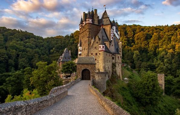 Picture Rhineland-Palatinate, Wierschem, Medieval castle