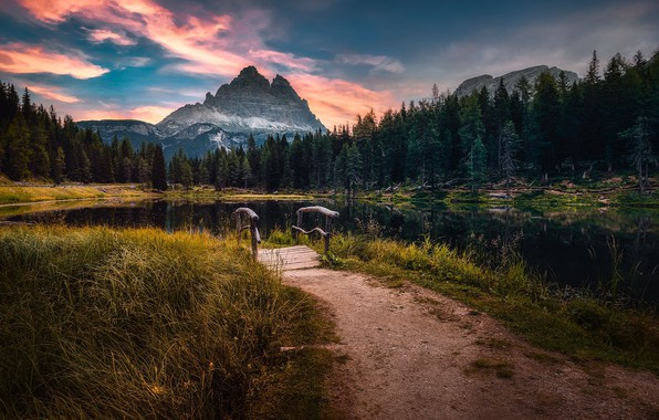 Picture Italy, The Dolomites, Lake Antorno