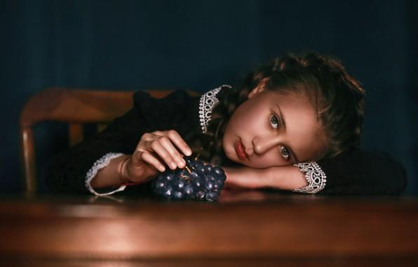 Picture look, face, portrait, grapes, bunch, girl, schoolgirl, Natalia Ponikarova