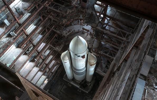 Picture energy, rocket, hangar