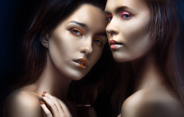 Picture look, hand, portrait, makeup, face, two girls, shoulders, manicure, the dark background, Alexander Drobkov-Light, Maria ...