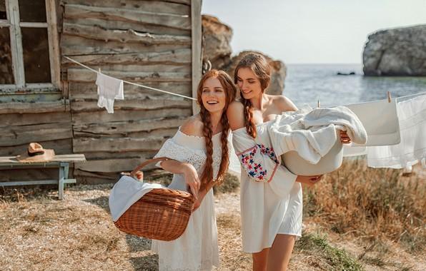 Picture smile, girls, basket, freckles, house, linen, red, Kate, wash, Oksana, Evgeny Freyer, Eugene Freyer