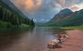 Picture mountains, clouds, river