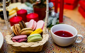 Picture basket, compote, macaroon