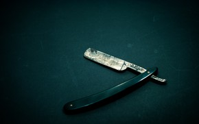 Picture table, background, razor