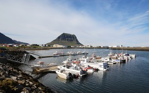 Picture Marina, mountain, yachts, pond, ICELAND