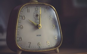 Picture macro, watch, alarm clock, Time is precious