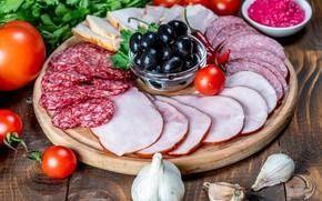 Picture sauce, sausage, cutting, olives, garlic