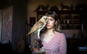Picture girl, owl, stuffed