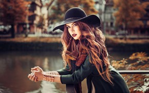 Picture autumn, look, girl, pose, photo, model, hair, hat, beauty, Melissa, cardigan, Lods Franck