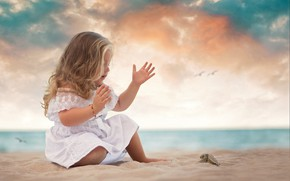 Picture sand, sea, shore, dress, girl, baby, child, bug, a thousand will, Daniela Gabay