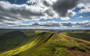 Picture the sky, clouds, Wales, Brecon Beacons National Park