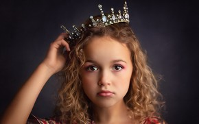 Picture portrait, crown, girl
