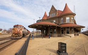 Picture house, train, day
