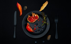 Picture berries, table, foliage, plate, knife, plug, garnet