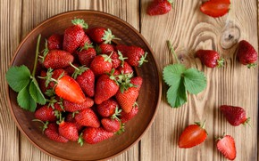 Picture berries, strawberry, bowl, wood, ripe