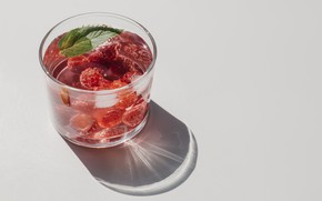 Picture water, light, glass, raspberry, shadow, mint