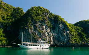Picture sea, mountains, ship, Vietnam