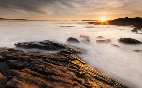 Picture sea, the sky, the sun, clouds, rays, light, sunset, stones, rocks, dawn, shore, Spain, rocky