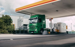 Picture Mercedes Benz, Actros, Gas Station