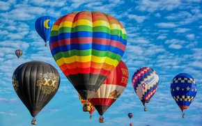 Picture the sky, balloons, the balloon