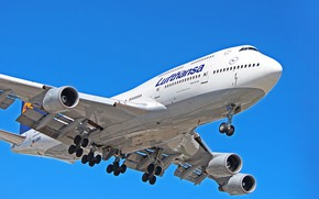 Picture The plane, Liner, Board, Boeing, Engines, Landing, Lufthansa, Boeing 747, Chassis, Boeing 747-400