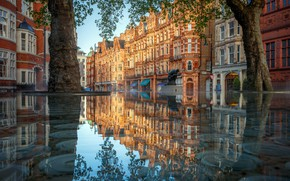 Picture the city, London, reflection