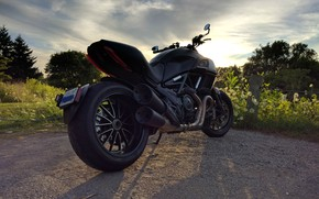 Picture road, MOTORCYCLE, black., The DEVIL, Ducati.